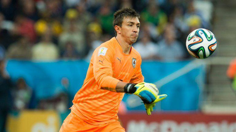 El arquero de la selección uruguaya se mostró agradecido al interés millonario.