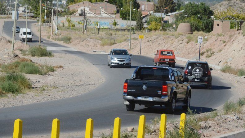Los vecinos de la calle Yupanqui van por más y reclaman seguridad. Hay conductores que aceleran a fondo.