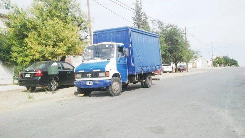 El camión fue peritado por la Policía en busca de huellas.