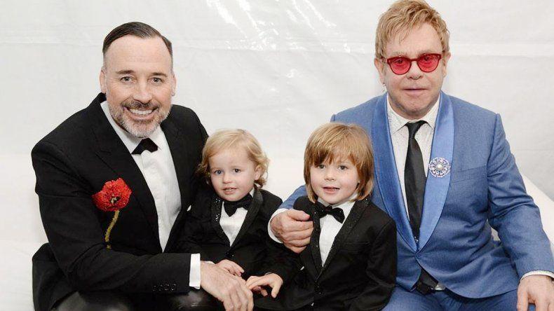 Elton y su pareja