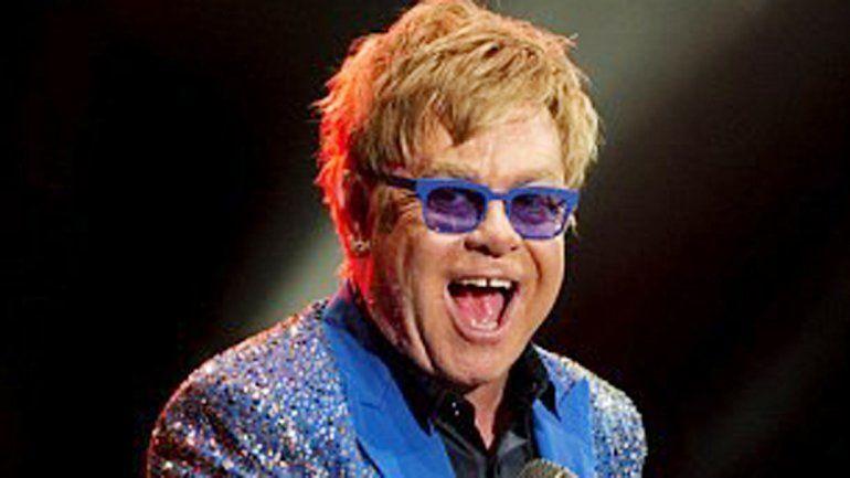 Elton John actualmente está presentando en una gira mundial su último disco