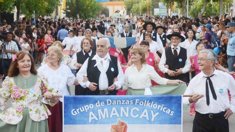El gobernador Gutiérrez y el intendente Peressini presidieron el acto. Los vecinos tuvieron su día de festejo.