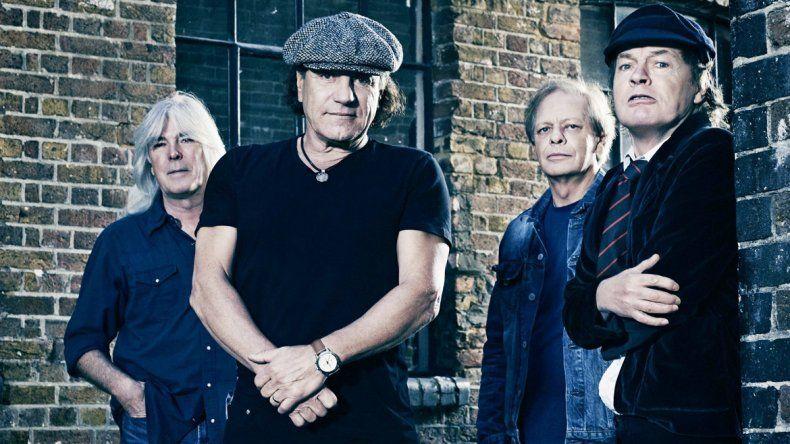 El líder de la consagrada banda AC/DC se bajó de la gira porque corre riesgo de quedar completamente sordo.