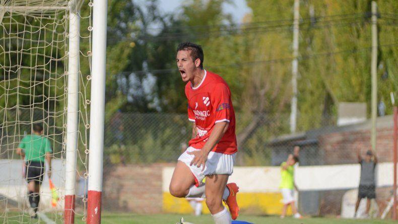 El delantero le metió dos a Villa Mitre y uno a Deportivo Roca.