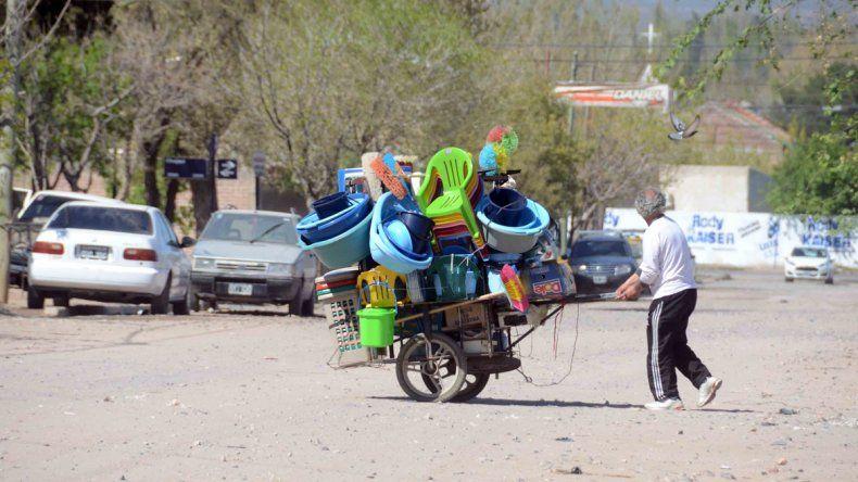 La venta irregular en las calles de Zapala sigue en aumento.