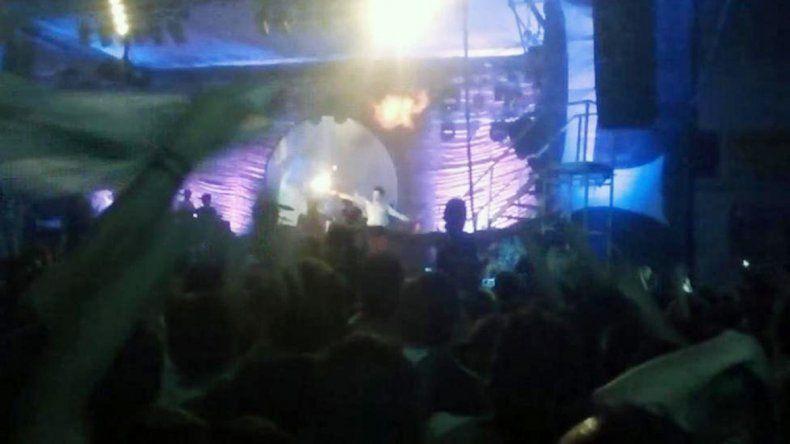El año pasado Pity Álvarez fue noticia por tirar fuego con una antorcha en uno de los shows de Viejas Locas.