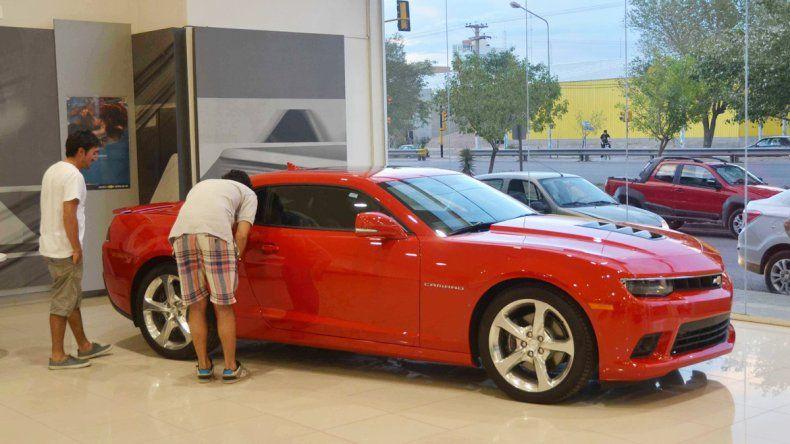 Uno de los vehículos más caros fue exhibido durante un tiempo en Neuquén. Aunque algunos tienen el placer de andar en esos autos