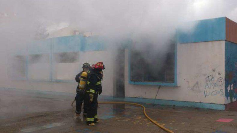Plaza Huincul: se incendió un aula de la Escuela 49 y mañana no habrá clases