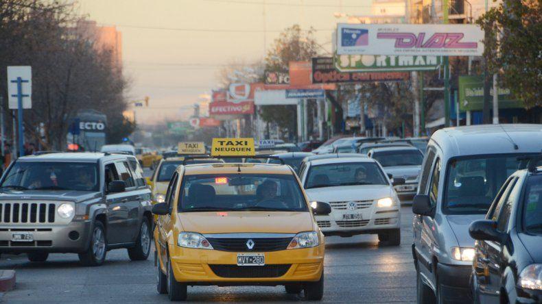Los taxistas neuquinos vienen reclamando un ajuste de la tarifa de manera urgente.