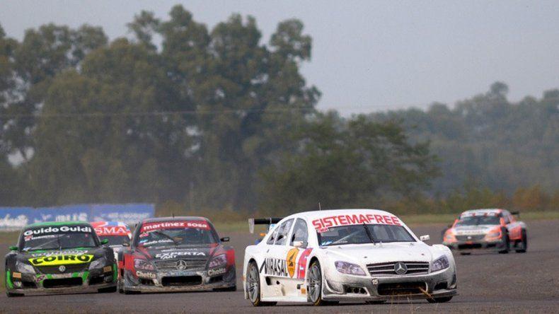 El neuquino tuvo que abandonar en la segunda final por problemas en el motor y la dirección.