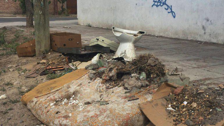 ¡Cuidemos a Neuquén!, pidió Pechi por la cantidad de basura en las calles