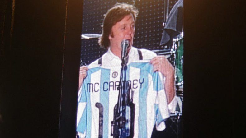 Paul McCartney con la camiseta de Argentina