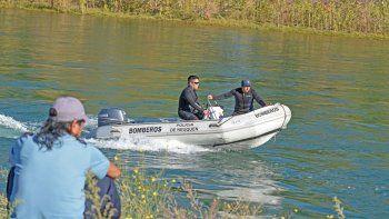 La búsqueda en el río siguió todo el lunes, pero no arrojó novedades.