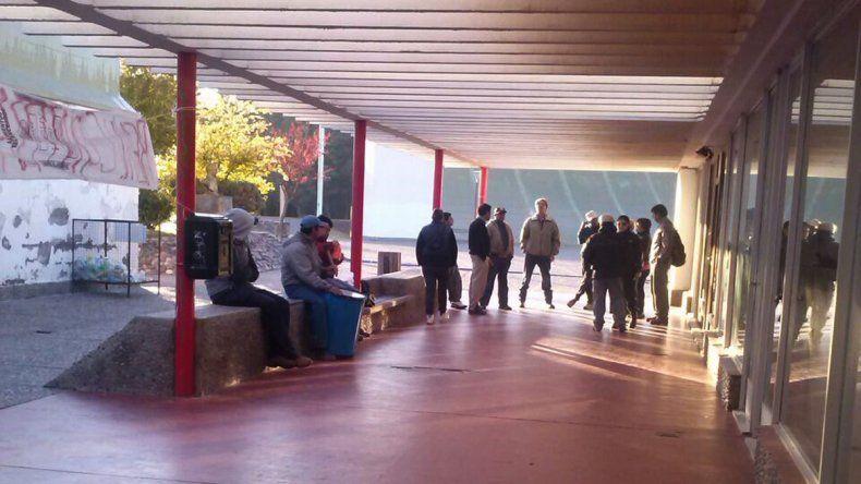 Municipales de El Chocón amenazan con ir al paro en reclamo salarial