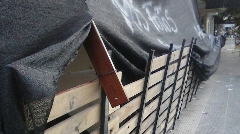 Un nene se lastimó la frente con una madera suelta en una obra céntrica