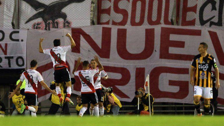 Un River inspirado goleó 6 a 0 a The Strongest de Bolivia
