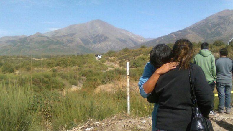 El llanto de los familiares que esperaron hasta que sacaron el cuerpo.