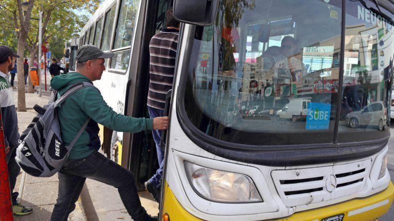 Con bronca y resignación tomaron la noticia quienes habitualmente utilizan el transporte público de pasajeros.