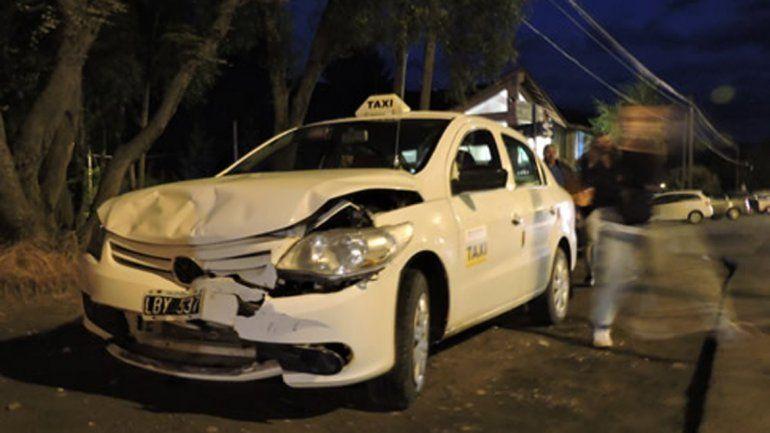 Chocaron dos taxis en Villa La Angostura y un pasajero resultó herido