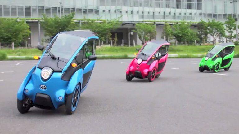 La versión iRoad permite inclinarse como en una moto.