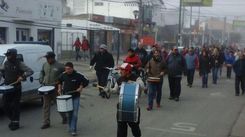 Los trabajadores se movilizaron por el centro: reclaman una suba del 35%.