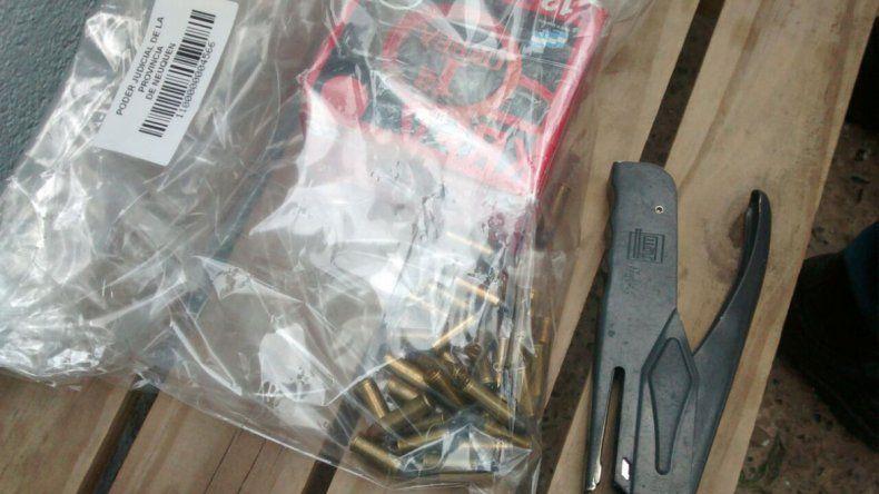 Hallaron armas y marihuana en un allanamiento en Cuenca XV