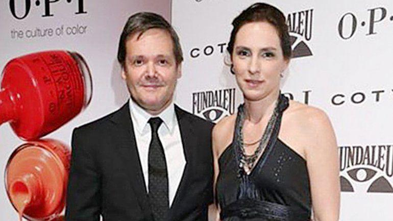 Antes y después. Claudia Schaefer y su marido y ejecutor
