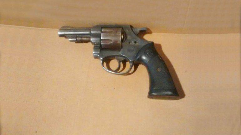 Además de las armas