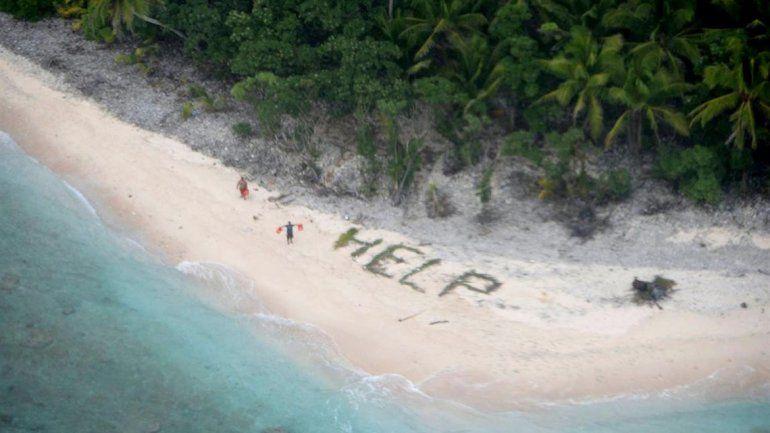 Eran buscados desde hacía tres días y la inscripción en la playa los salvó.