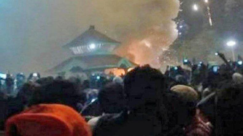 La tragedia se produjo en un templo que tenía almacenada pirotecnia.