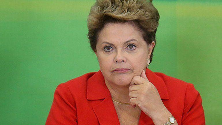 La presidenta de Brasil está cada día más complicada.