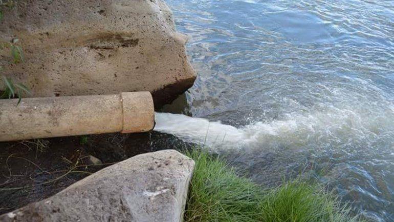 Conexiones que descargan en el río Agrio.