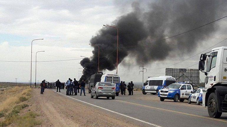 Desocupados de la Uocra cortan los accesos a dos yacimientos petroleros