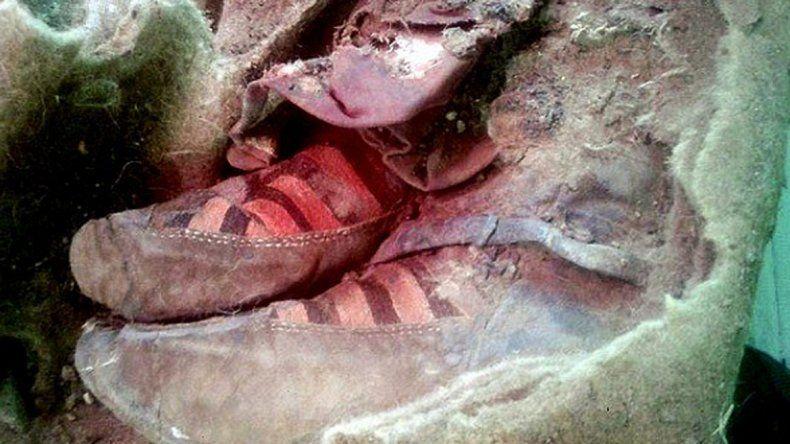 Encontraron una momia de 1.500 años con zapatillas modernas en Mongolia.