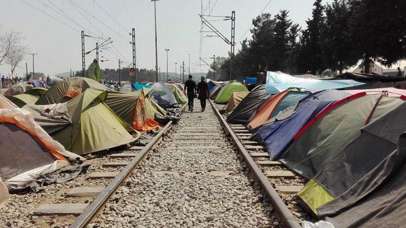 Un neuquino retratará la llegada del Papa a la isla de los refugiados