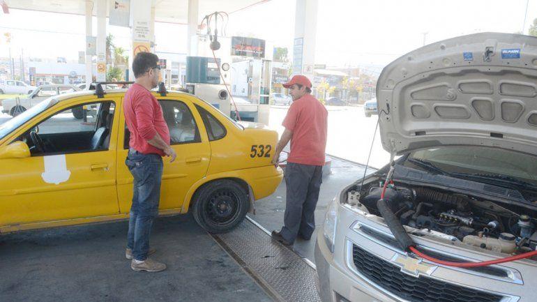 Los colocadores de equipos de GNC atraviesan una abrupta caída de la actividad desde que disminuyó el precio de la nafta en la región.