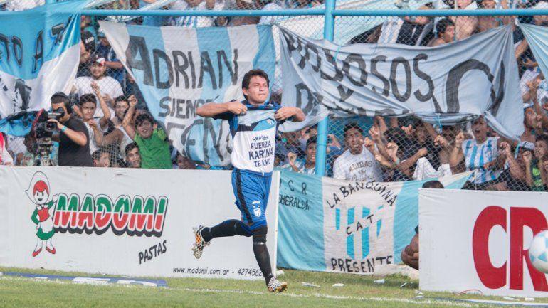 La celebración de la Pulguita tras llegar al gol número 100.