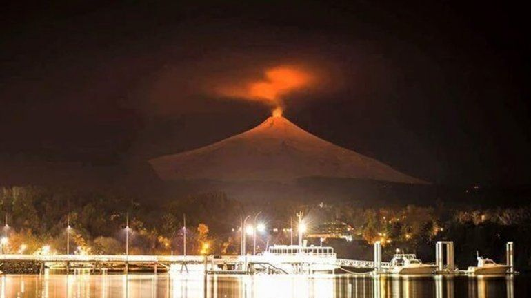 El volcán Villarrica registró erupciones de baja intensidad