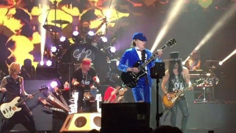 Angus Young tocó junto a los Guns anticipando los shows de AC/DC.