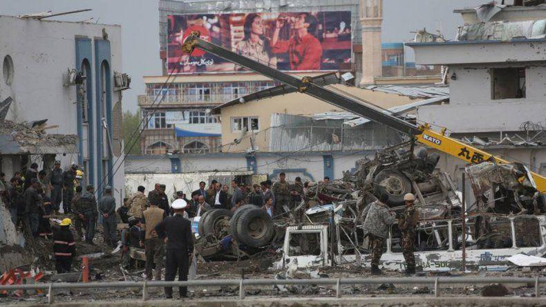 Al menos 40 muertos por la explosión de un coche bomba en Afganistán