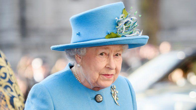 Isabel II de Inglaterra siempre usa sombrero
