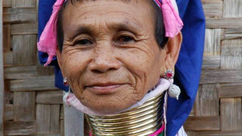 Una mujer jirafa de Birmania.