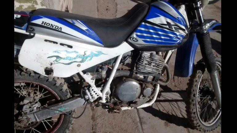 La moto Honda que fue hallada en la vivienda y tenía pedido de secuestro.