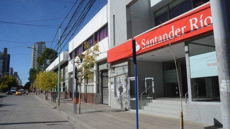 Bancos garantizan el pago a jubilados y analizan sistema para el bono a los trabajadores informales