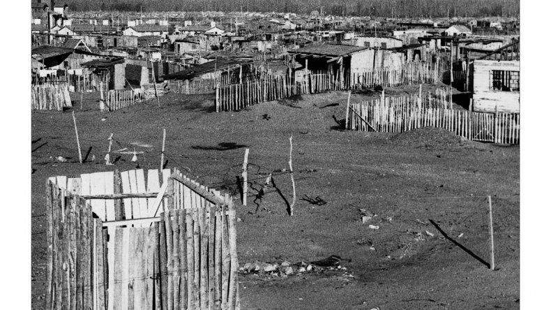 Unas 600 fotos de la revista CALF son parte de un proyecto de investigación sobre cómo creció Neuquén desde 1980 hasta 2010. Impresionan sectores marginados que hoy son de clase media.
