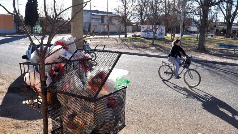 Vecinos reclaman que Plottier separe la basura para poder reciclarla
