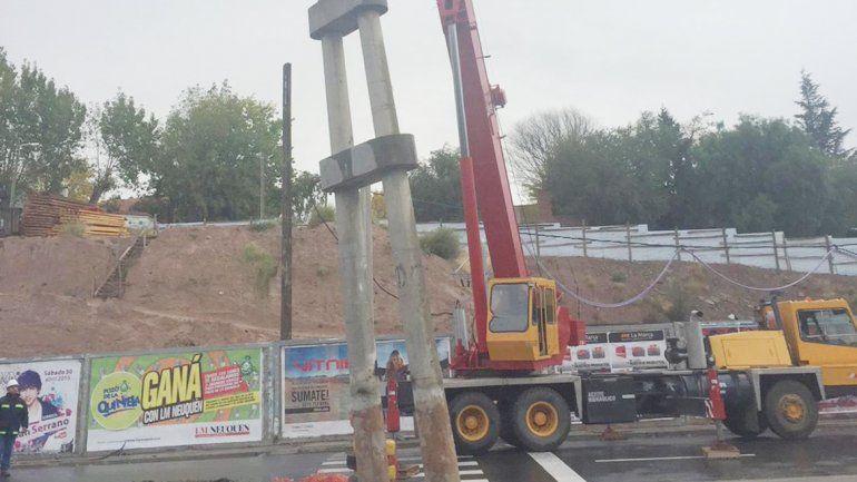 Ayer comenzaron a remover las enormes columnas de hormigón.