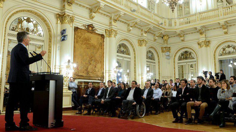 Macri enviará al Congreso un proyecto para promover el primer empleo