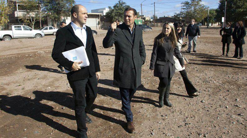 Gutiérrez y el intendente Cimolai adelantaron cómo quedará el futuro gimnasio.