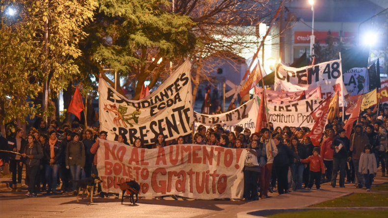 Marcharon para reclamar por el boleto estudiantil gratuito